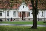 Krakowskie szpitale apelują o pomoc i wymieniają, jakie dary są potrzebne. Wesprzyj starszych i samotnych pacjentów z COVID-19!
