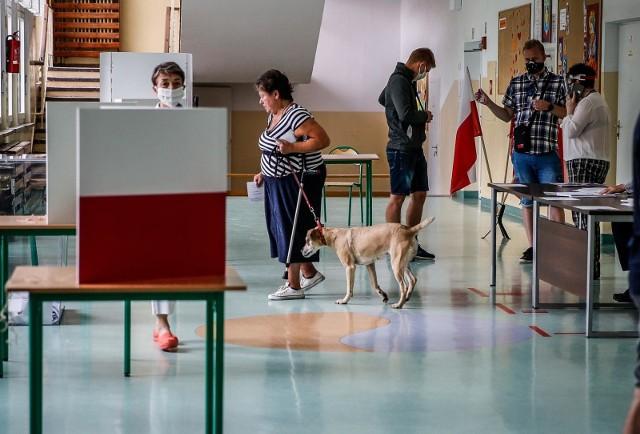 Wybory 2020 – druga tura. Tak glosują mieszkańcy Gdańska w Obwodowej Komisji Wyborczej nr 32