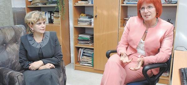 – Przykro nam, że po tylu latach usłyszeliśmy, że musimy odejść z katedry – powiedziały w naszej redakcji Halina Korn (od lewej) i Mirella Telińska.