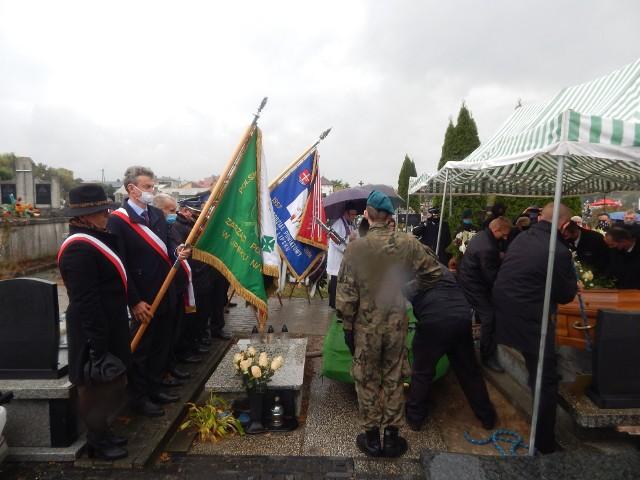 Jan Mazur spoczął w grobie rodzinnym na cmentarzu parafialnym w Lipsku.