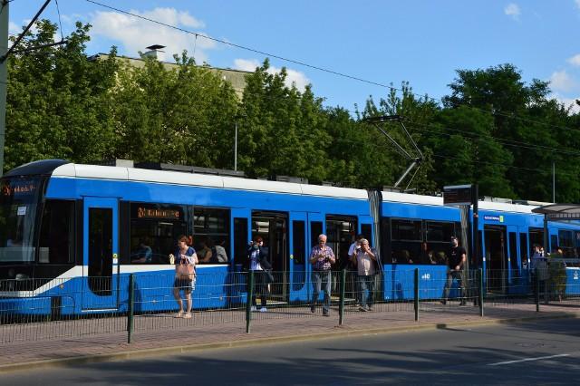 """Tramwaj po raz pierwszy """"wyszedł"""" - na razie w planach - poza Kraków. Koncepcja zawierająca m.in. wydłużenie linii tramwajowej do Wieliczki, ma być gotowa jesienią 2021 roku"""