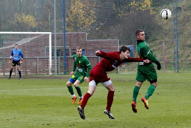 Swoje mecz rozegrają dziś Chemik Police (zielone stroje) oraz Pogoń II Szczecin (bordowe stroje).
