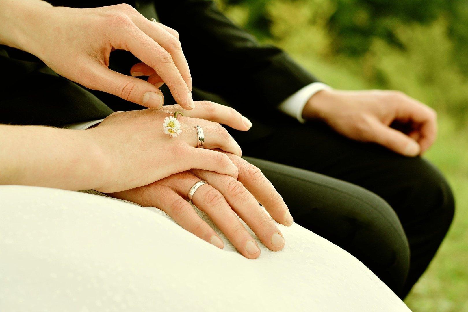 581c09ff6fd9d6 Ile dać na ślub? Koledze, koleżance, rodzinie, bratu, siostrze? Ile ...
