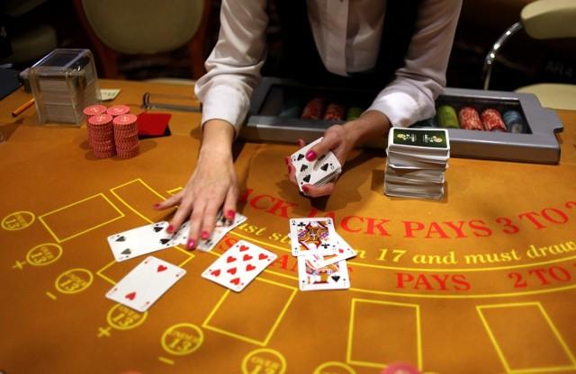 Kasyno Białystok: Trwa walka o koncesjęWłaściciele kasyn muszą płacić duży podatek. Na przykład przy ruletce wynosi on aż 50 procent od swojego zysku