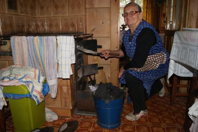 Maria Gawlak Curuś ogrzewa swój dom węglem. - Bo to jest najtańsze paliwo - mówi