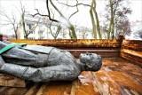 Dwa lata temu przewrócili pomnik ks. prałata Henryka Jankowskiego. Ruszył proces. Oskarżeni nie przyznali się do winy