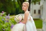 Najpiękniejsze suknie ślubne na sezon 2021. Panna młoda chce być jak bogini [zdjęcia]