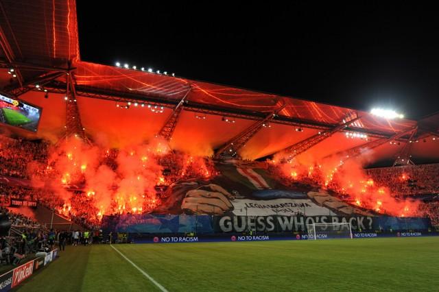 UEFA ukarała Legię Warszawa za skandaliczne zachowanie kibiców na meczu z Borussią