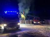Chraboły. 28 strażaków gasiło pożar drewnianego domu (zdjęcia)