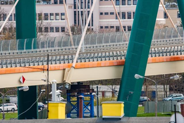 Wykonawca prac naprawczych ma jeszcze 140 dni na wykonanie zadania - właśnie zaczyna zasadniczą część prac na moście.