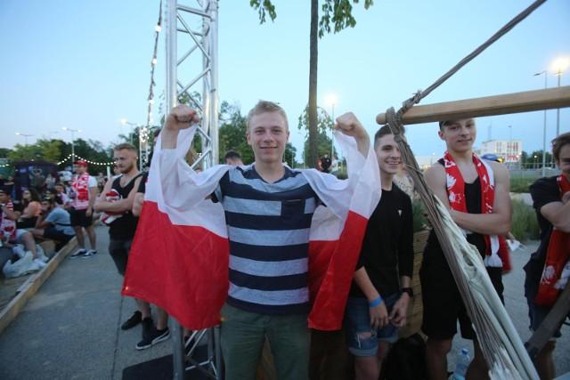 W Strefie Kibica Libero Katowice fani ściskali kciuki za Biało-Czerwonych podczas meczu Hiszpania - PolskaZobacz kolejne zdjęcia. Przesuwaj zdjęcia w prawo - naciśnij strzałkę lub przycisk NASTĘPNE