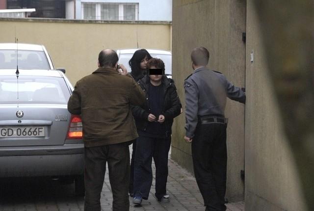 Elżbieta D. doprowadzana do prokuratury.