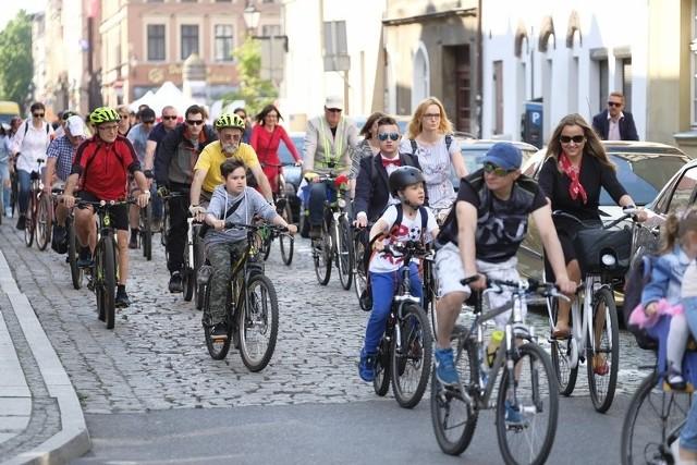W sobotę 18 maja ulicami Torunia przejechała Elegancka Rowerowa Masa Krytyczna. Uczestnicy wyruszyli z Rynku Nowomiejskiego, do pokonania mieli trasę o długości ok. 14 kilometrów. Przed startem przejazdu zorganizowano konkursy dla najbardziej eleganckich rowerzystek i rowerzystów. Nagrodami były zaproszenia do toruńskich kawiarni, restauracji, centrów rekreacji oraz na wydarzenia kulturalne.