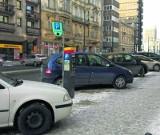 Parkowanie w Łodzi. Strefa nie będzie większa. Na razie... a mandatów coraz więcej...