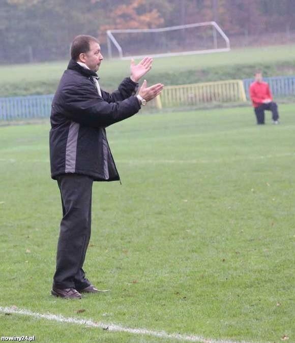 Ryszard Federkiewicz po ponad miesiącu przerwy znów wróci na ławkę trenerską w roli szkoleniowca IV-ligowego zespołu.