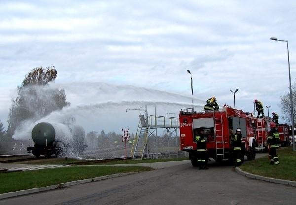 Strażacy szybko zdołali ugasić płonącą cysternę.