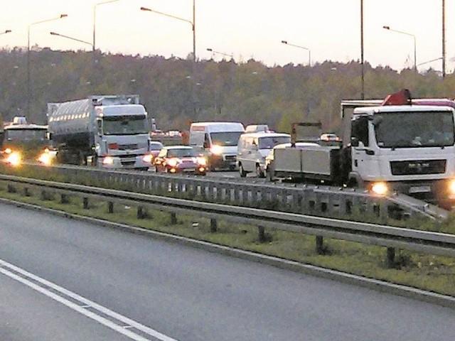 Niestety, czas urlopów oznacza także większe natężenie ruchu na drogach. I większe prawdopodobieństwo wypadków.