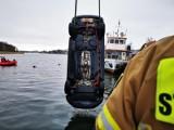 Dziwnów. Tragiczny wypadek. Samochód z pasażerami wpadł do wody. Nie żyją cztery osoby. ZDJĘCIA - 28.02.2021