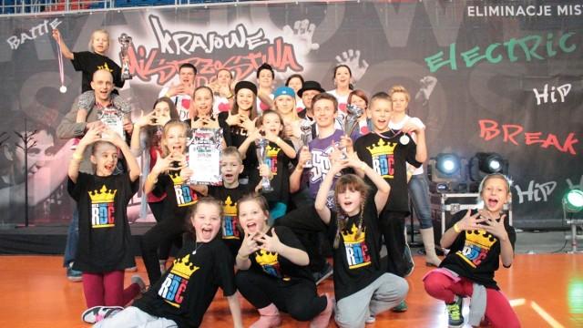Na zawody taneczne pojechała grupa 22 podopiecznych Royal Dance Center w wieku od 6 do 24 lat.
