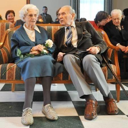 Na uroczystości z okazji 100 urodzin Heleny Kuźmickiej towarzyszył Henryk Obuchowicz, kuzyn jubilatki z Sopotu. Z życzeniami przyszli też przyjaciele jubilatki.
