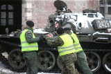 Czołg T-55 wjechał do muzeum przy kopalni Wujek w Katowicach. To będzie największy eksponat po rozbudowie