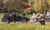 Radomscy rekonstruktorzy przedwojennej policji kierowali ruchem po kolizji w Kielcach