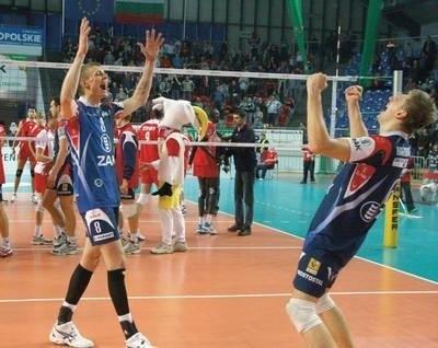 Z sukcesu ZAKSY cieszą się Jurij Gladyr (z lewej) i Wojciech Kaźmierczak Fot. PAP/Krzysztof Świderski