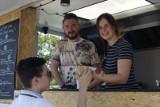 Poznań: Food Park vol. 3 - w parku Kasprowicza trwa festiwal food trucków. Można spróbować potraw z całego świata [ZDJĘCIA]