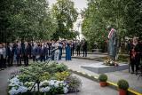 Byli prezydenci, premier oraz marszałkowie na uroczystości odsłonięcia pomnika Władysława Bartoszewskiego w Sopocie 5.07.2020