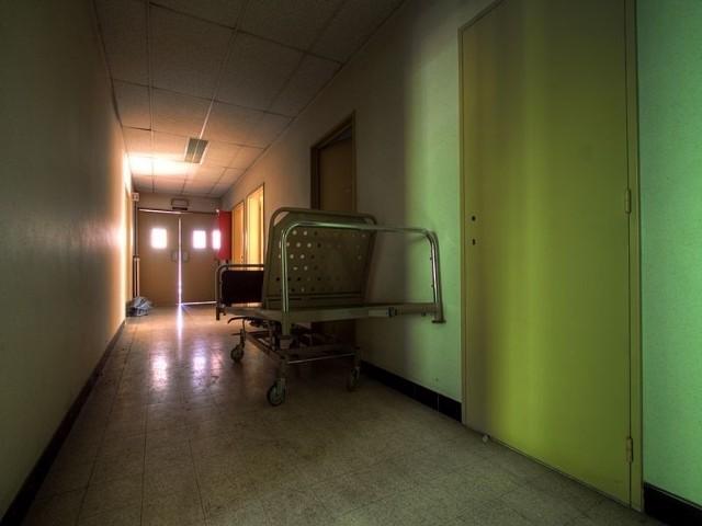Powodem decyzji o zmianie siedziby jest fatalny stan budynku przy ul. Kurpińskiego. - Nie możemy hospitalizować pacjentów w takich warunkach - wskazuje rzeczniczka.
