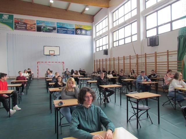 Próbna matura z języka angielskiego w Zespole Szkół numer 2 we Włoszczowie.
