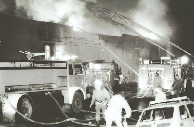 Pożar hali stoczni w Gdańsku wybuchł 24.11.1994 r.