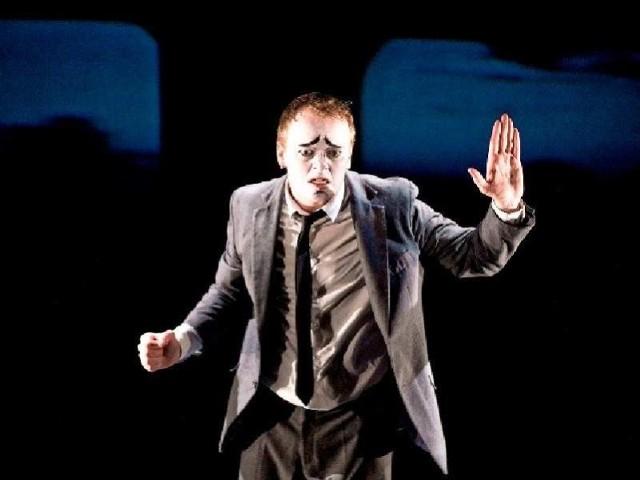 """W poniedziałek na """"Kontakcie"""" zobaczymy spektakl """"Waleczny człowiek"""" irlandzkiego teatru The Corn Exchange"""