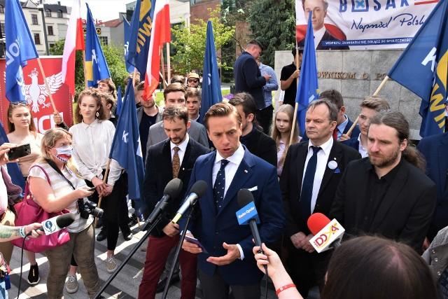 Krzysztof Bosak w Opolu. Spotkanie kandydata Konfederacji na prezydenta RP odbyło się na pl. Wolności w Opolu.