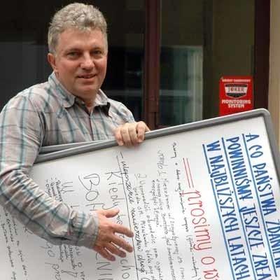Wczoraj przed południem wicedyrektor domu kultury Wojciech Warszawski zaniósł do ratusza dwie tablicy z uwagami i propozycjami mieszkańców. Z wszystkimi uwagami wkrótce zapoznają się radni miejscy, którzy pracującą nad ustaleniem przyszłorocznych inwestycji.