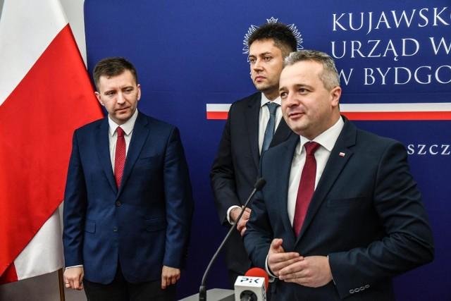 Wsparcie dla samorządów w ramach Tarczy 4.0. jest ważnym elementem walki z koronawirusem – przekonywał we czwartek w Bydgoszczy wojewoda kujawsko-pomorski Mikołaj Bogdanowicz.