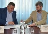 Umowa między miastem Ostrołęką a Wyższą Szkołą Administracji Publicznej podpisana. Będą praktyki dla studentów i szkolenia dla urzędników