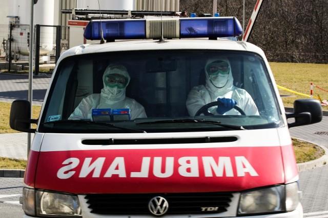 - W tej chwili w polskich szpitalach przetacza się szczyt trzeciej fali epidemii - podkreślał rzecznik resortu zdrowia