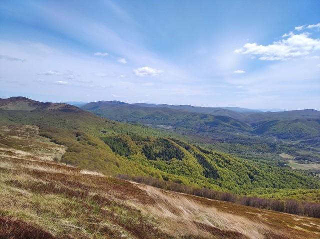 Piękna pogoda w sobotę w Bieszczadach. Od internauty Pawła otrzymaliśmy zdjęcie ze szlaku na Smerek.