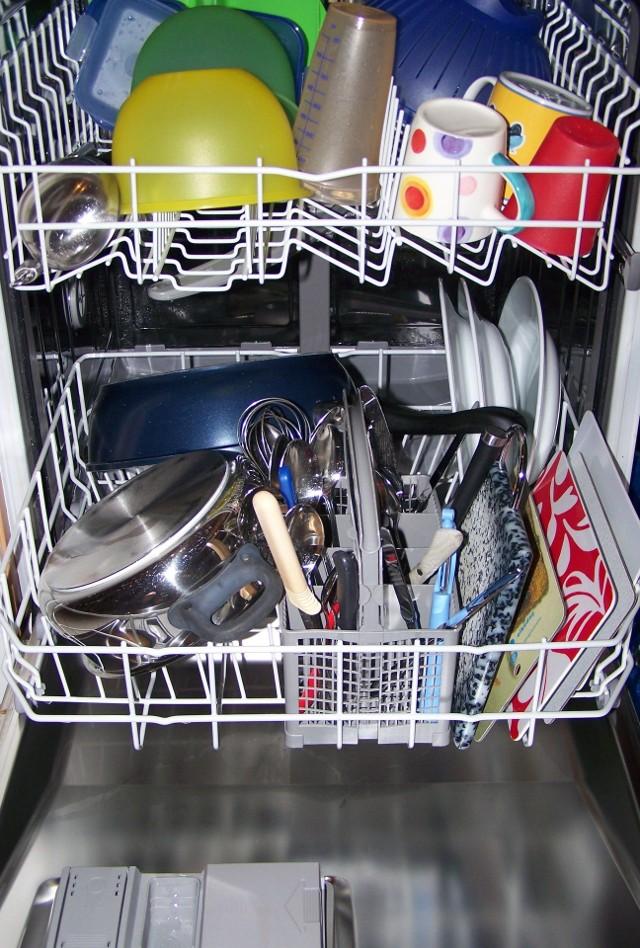 zmywarkaJak dbać o domowy sprzęt AGD