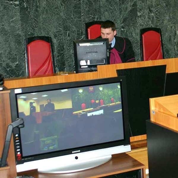 W tarnobrzeskim sądzie świadek zeznawał w obecności asesora sądowego Rafała Marka ze Stalowej Woli.