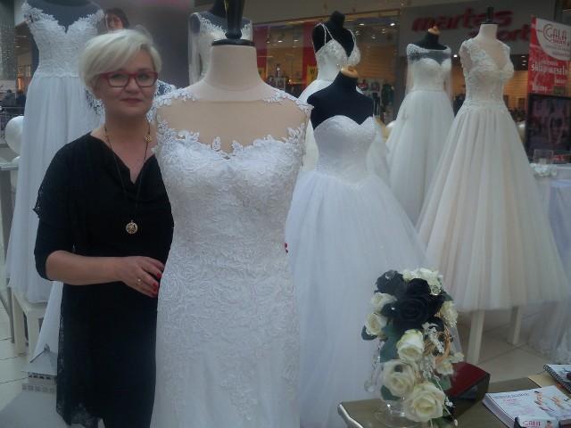 - Za suknię dla panny młodej trzeba zapłacić od 3 do 5 tysięcy złotych - mówi  Iwona Kluk z salonu mody ślubnej Sovello Galla. - Ale oczywiście są i droższe...