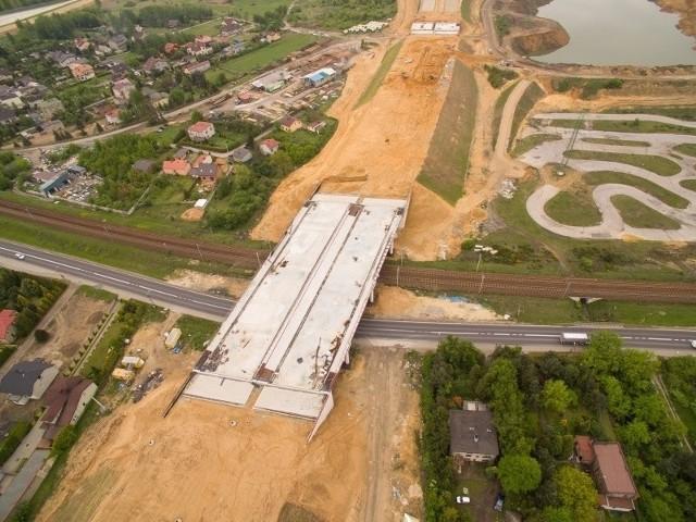 """Dokończenie inwestycji jest możliwe, bo minister infrastruktury wydał zgodę na zwiększenie wartości kosztorysowej budowy autostrady A1 od Pyrzowic do końca obwodnicy Częstochowy (odcinek """"F"""" Rząsawa - Blachownia) o niespełna 400 mln zł."""