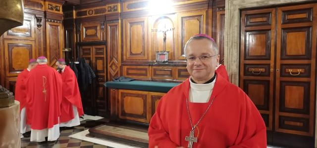 """Pierwszy dzień wizyty """"ad limina"""" biskupa Tadeusza Lityńskiego w Watykanie, 2021 r."""