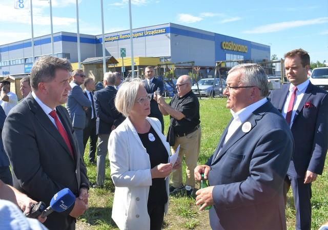 Posłanka Dorota Niedziela przekonywała ministra Andrzeja Adamczyka przekonywała, że przyszła podziękować wszystkim, którzy przyczynili się do realizacji tej inwestycji