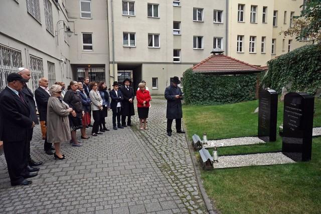 Noworoczne uroczystości w Poznaniu rozpoczęły się od modlitwy przy grobie Akivy Egera