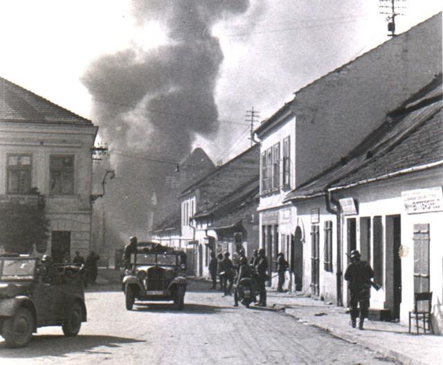 Myślenicki rynek we wrześniu 1939 roku po wkroczeniu do miasta Niemców