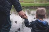 """Rodziny z niepełnosprawnymi dziećmi poszkodowane przez koronawirusa. Zostaniemy bez środków do życia"""". Chodzi oświadczenia pielęgnacyjne"""