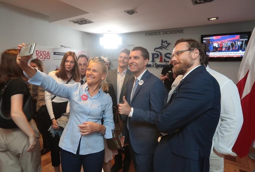 Wybory w Szczecinie 2020. Radość w sztabie PiS po ogłoszeniu pierwszych wyników