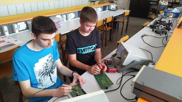 Mikołaj Lech i Patryk Łodkowski od lat interesują się elektroniką. Teraz przyszły tego efekty.